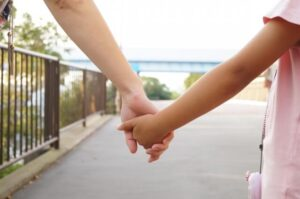 野田小4女児虐待死亡事件は防げなかったのか・・・逮捕の母親もDV被害